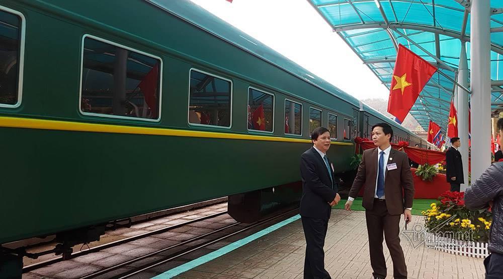 Khoảnh khắc đoàn tàu bọc thép chở ông Kim Jong-un vào ga Đồng Đăng