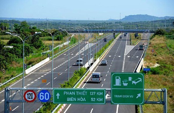 Vietnam's road network with 9,000 km of expressways announced