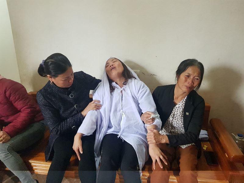 Vợ nghèo ngã quỵ trước di ảnh chồng con qua đời do tai nạn giao thông