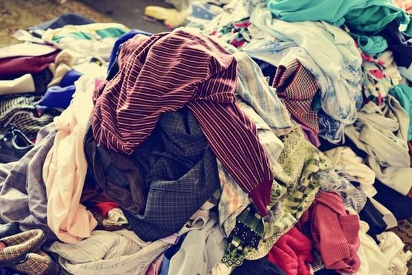 Cô gái dọn tủ vứt bỏ đi 5 bao tải quần áo: Cái kết bất ngờ không thể tin nổi