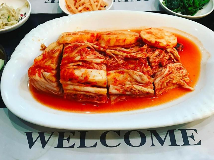 Thưởng thức mì lạnh, bánh phủ rau xanh Triều Tiên giữa lòng Hà Nội