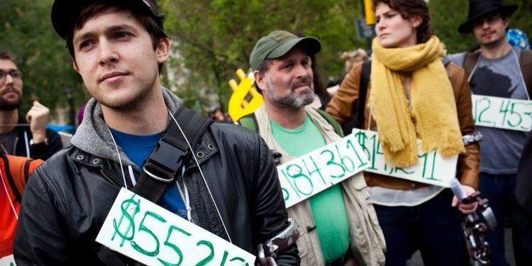 Vay nợ ăn học tới 1.000 tỷ USD: Tương lai còng lưng của sinh viên
