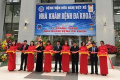 Ông Võ Văn Thưởng cắt băng khánh thành tòa nhà khám bệnh mới Bv Hữu Nghị