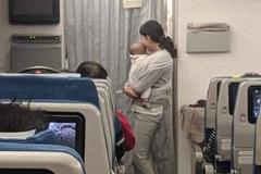 Cách cư xử văn minh trên máy bay của một bà mẹ trẻ