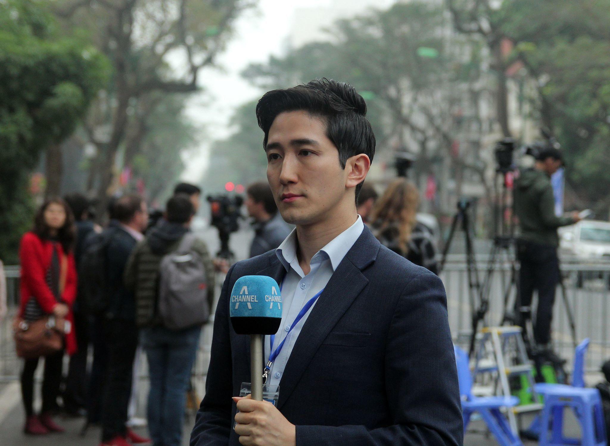 Phóng viên Hàn Quốc đẹp trai như tài tử đưa tin Thượng đỉnh Mỹ Triều