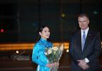 Cô gái tặng hoa cho Tổng thống Donald Trump là Hoa khôi Nét đẹp Tràng An