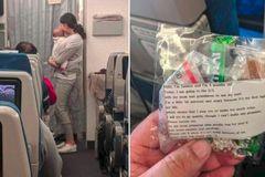 Ứng xử không ngờ của bà mẹ trẻ có con 4 tháng tuổi trên chuyến bay dài