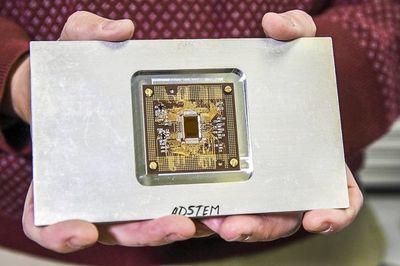 Kính hiển vi điện tử có thể quay phim ở cấp độ nguyên tử