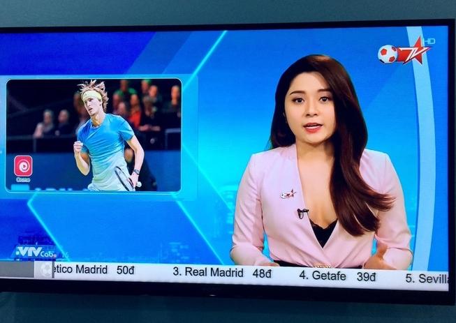 Nữ MC gây bàn tán vì mặc hớ hênh lên sóng kênh Bóng đá TV