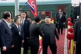 Phiên dịch viên của ông Kim Jong Un bất ngờ nổi tiếng