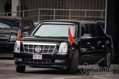 Tổng thống Trump rời khách sạn đi gặp lãnh đạo cấp cao Việt Nam