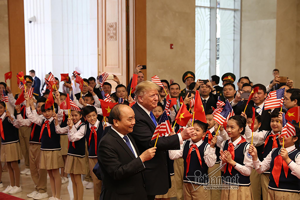 Ngày bận rộn của Tổng thống Donald Trump ở Hà Nội