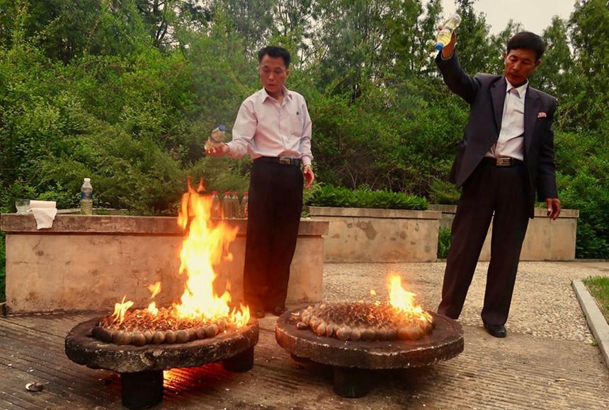 Nghêu nướng xăng - món ngon ở Triều Tiên