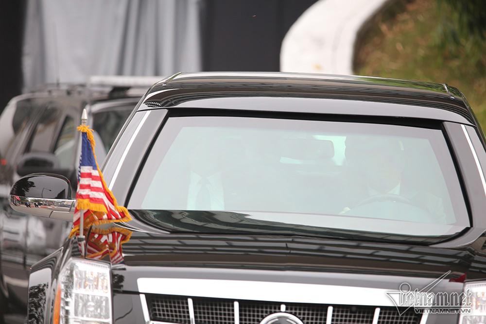 Mật vụMỹ lạnh lùng lái 'Quái thú' chở Tổng thống Trump ở Hà Nội