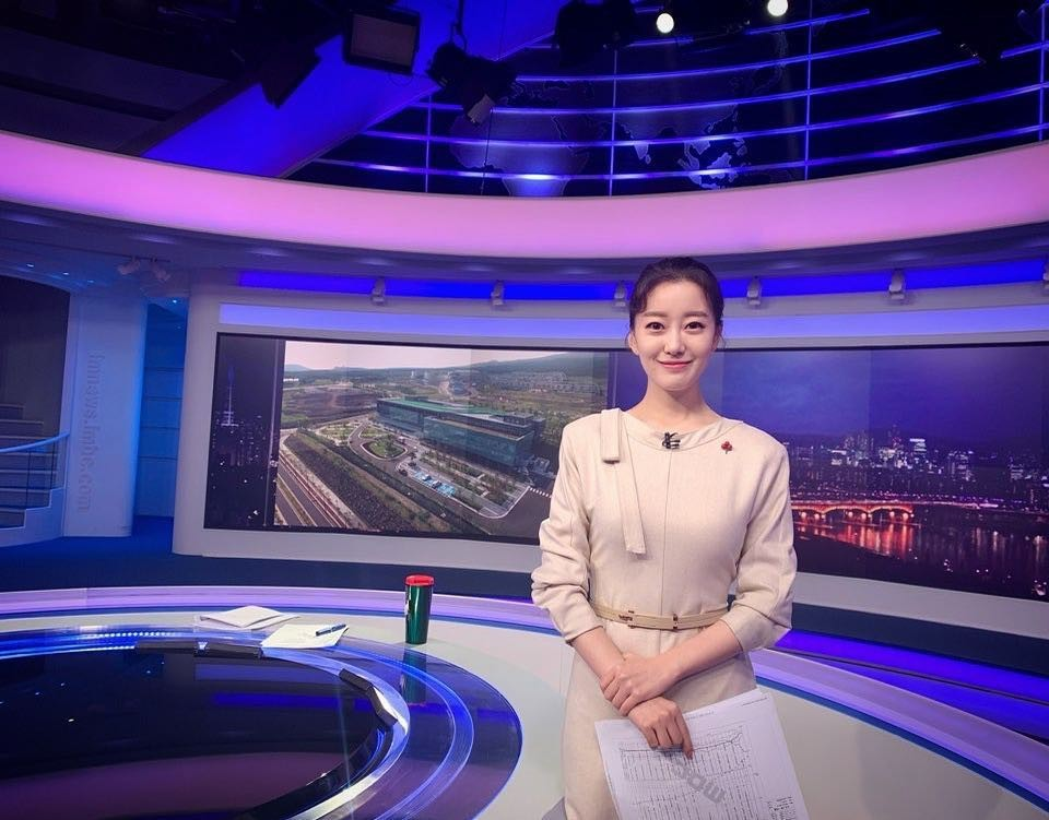 Nhan sắc nữ MC Hàn Quốc gây sốt khi tác nghiệp trên nóc khách sạn Daewoo