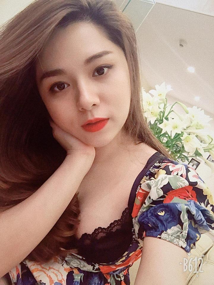 Nữ MC Việt mặc hớ hênh dẫn bản tin thể thao chuộng phong cách gợi cảm