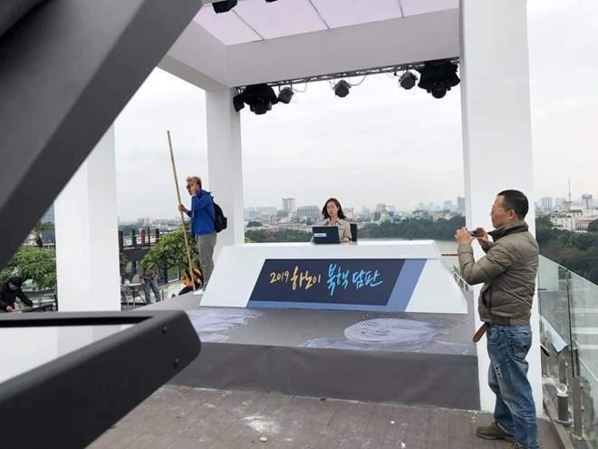 Trường quay trên cao của các đài quốc tế được dựng thế nào ở Hà Nội?