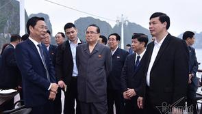Đoàn đại biểu cấp cao Triều Tiên tham quan vịnh Hạ Long
