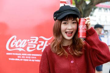 Hé lộ ý nghĩa của lon Coca-Cola song ngữ