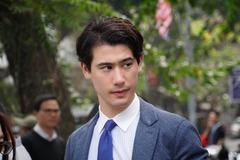 Phóng viên điển trai Nhật hút mọi ánh nhìn trên phố Hà Nội