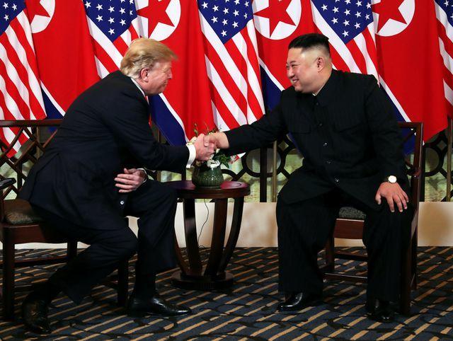 Tổng thống Donald Trump lạc quan sau bữa tối với Chủ tịch Kim Jong-un