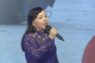 Bộ trưởng Y tế khoe giọng hát trên sóng trực tiếp