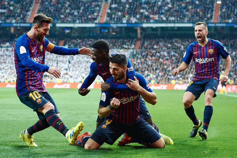 Barca hạ đẹp Real: 'Mồi ngon' của Suarez