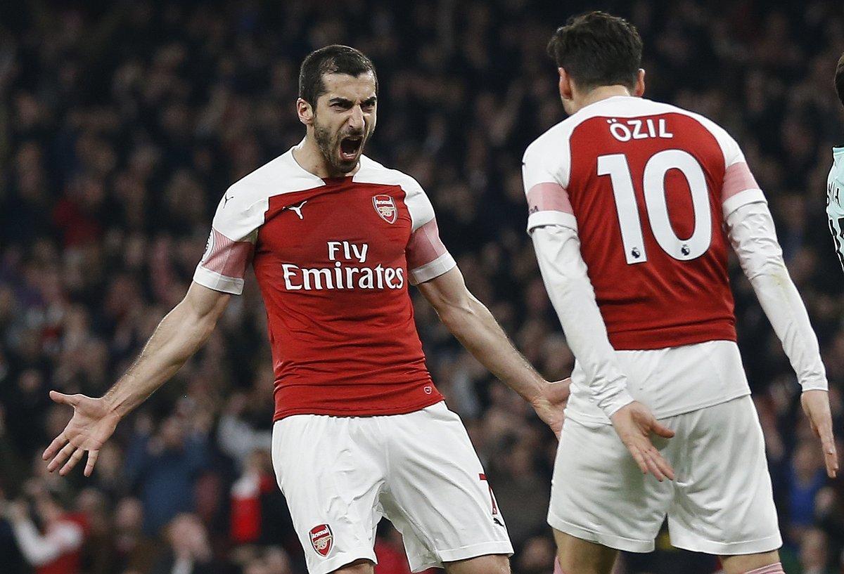 Ozil tái xuất ngoạn mục, Arsenal đè bẹp Bournemouth