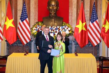 Dấu ấn đặc biệt của nữ tỷ phú Việt trong chuyến đi  TT Trump tới Việt Nam