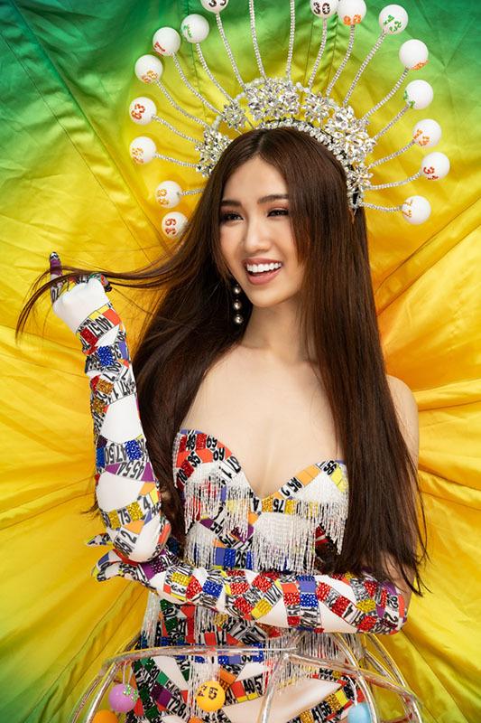 Trang phục dân tộc lấy cảm hứng từ gánh hát Lô tô gây tranh cãi của Hoa hậu chuyển giới Việt