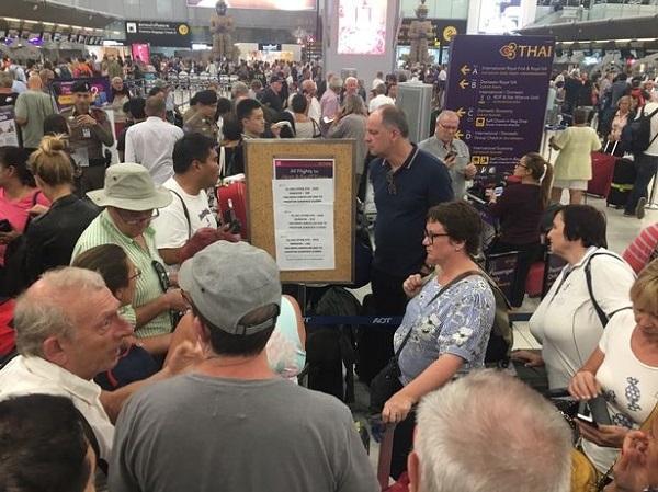 Hàng ngàn khách kẹt tại sân bay Thái vì căng thẳng Ấn Độ-Pakistan