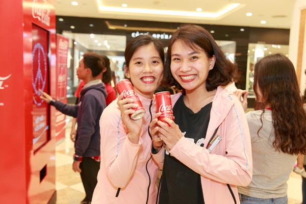 Lý giải 'cơn sốt' săn lùng lon Coca-Cola phiên bản mới
