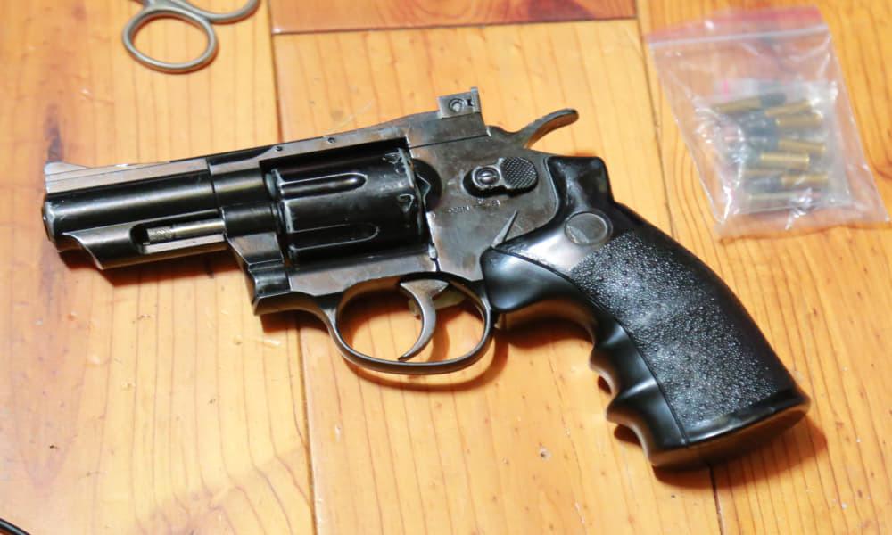 Súng ngắn và hàng chục viên đạn trong nhà của nhóm buôn ma túy