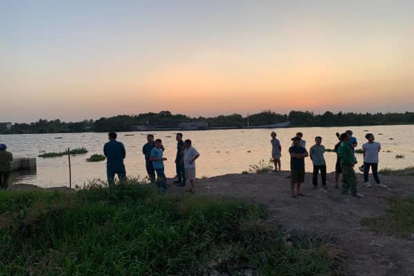 Đi câu cá, hoảng hốt phát hiện thi thể trôi trên sông Sài Gòn