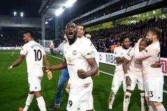 """Lukaku đi vào """"ngôi đền huyền thoại"""" ghi bàn Premier League"""