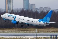 Tiếp viên hàng không làm rơi trẻ sơ sinh từ máy bay xuống dưới