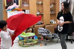 Tiểu hoàng tử nhà Khánh Thi - Phan Hiển trổ tài thầy giáo dạy múa cờ cực dễ thương