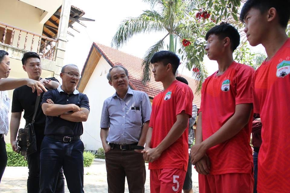 Thầy Park nói với lứa đàn em Công Phượng: 'Hãy mơ World Cup!'