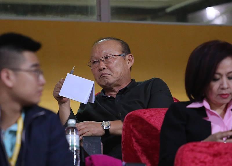 HLV Park Hang Seo thấp thỏm chờ tin vui từ Đình Trọng