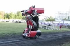 Ấn tượng ô tô biến hình thành người máy ngoài đời thật