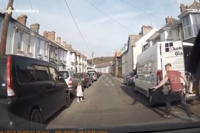 Người đàn ông phản ứng trong tích tắc cứu bé gái trước mũi ô tô