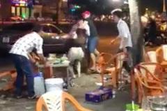 Bức xúc nam thanh niên ném ly vào mặt, đánh bạn gái vì bị chia tay