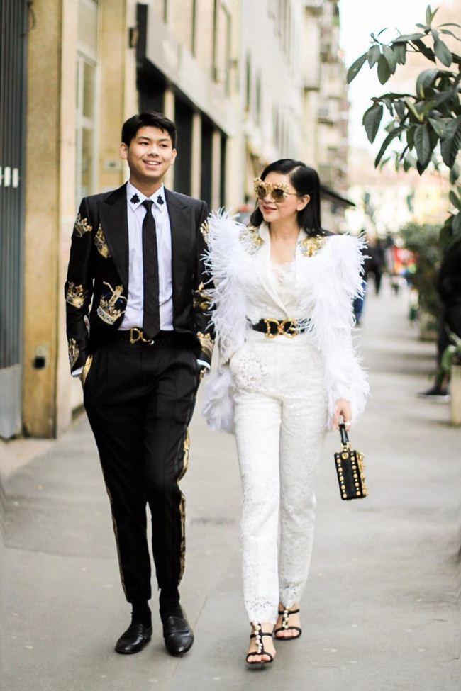 Quý tử út lịch lãm tháp tùng mẹ Hà Tăng lộng lẫy như nữ hoàng tại tuần thời trang