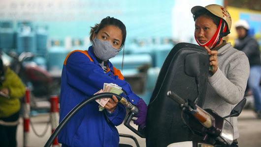 Chiều cuối cùng của năm, xăng dầu tăng giá