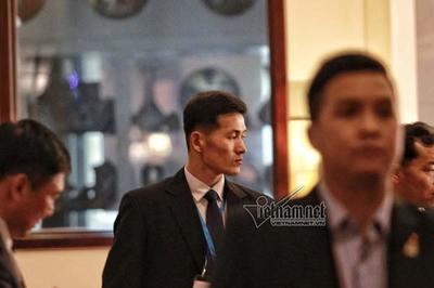 'Nghẹt thở' với đội vệ sĩ của ông Kim Jong-un trong khách sạn Melia