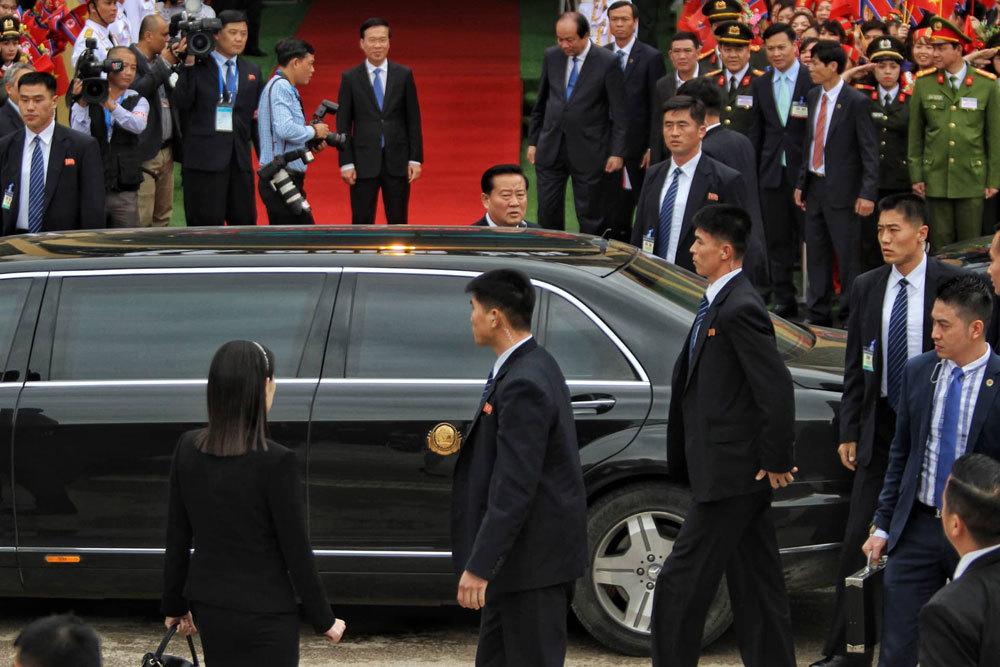 Nét nam tính 'phát hờn' trên gương mặt cận vệ của ông Kim Jong-un