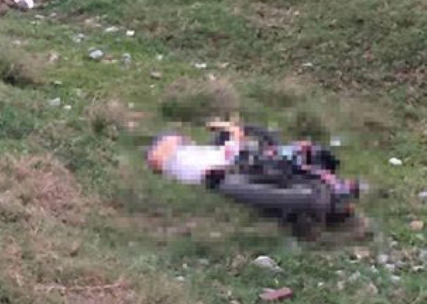 Phát hiện thi thể nằm úp cạnh xe máy ở bờ đê