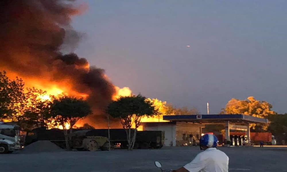 Xe bồn cháy dữ dội tại trạm xăng dầu ở Tây Ninh