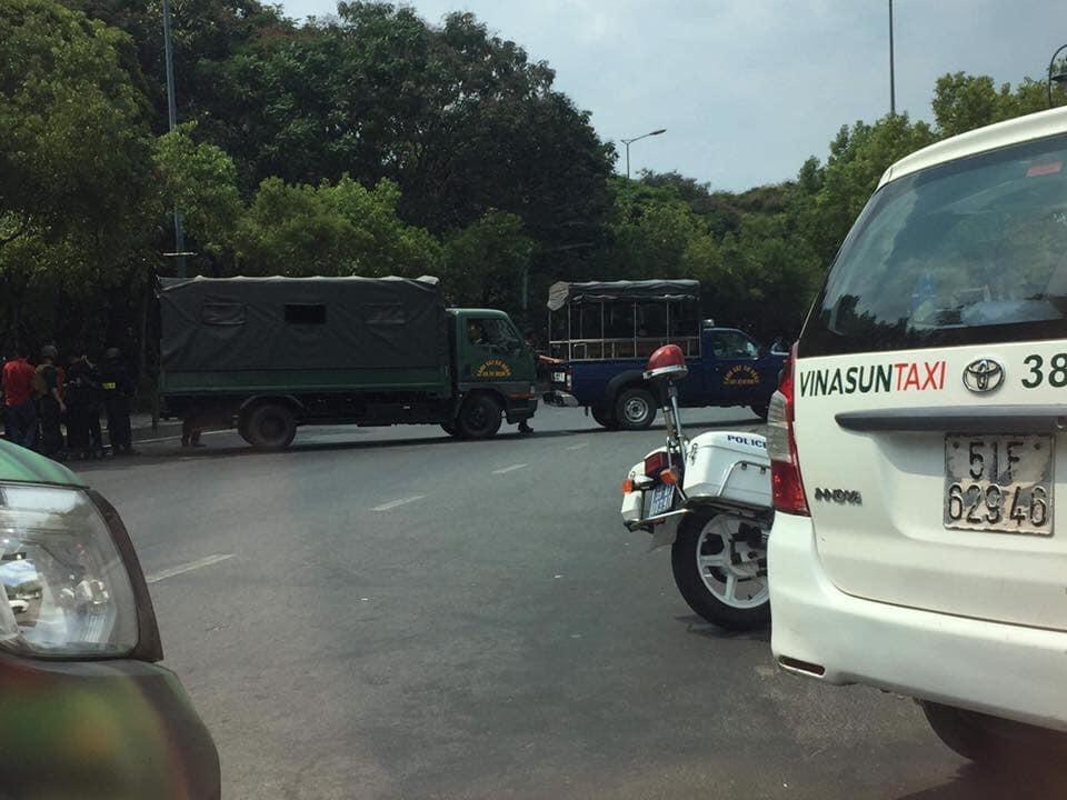 Nhiều tuyến đường ra vào sân bay Tân Sơn Nhất bị phong tỏa vì chiếc vali vô chủ