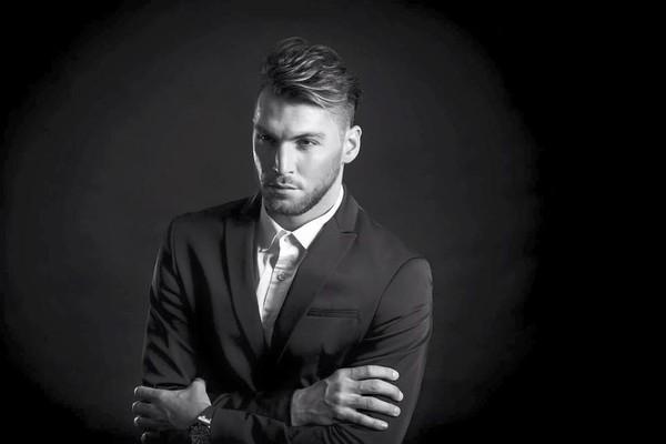 Cầu thủ đẹp trai từng đóng MV với Hà Hồ bị tố quấy rối tình dục